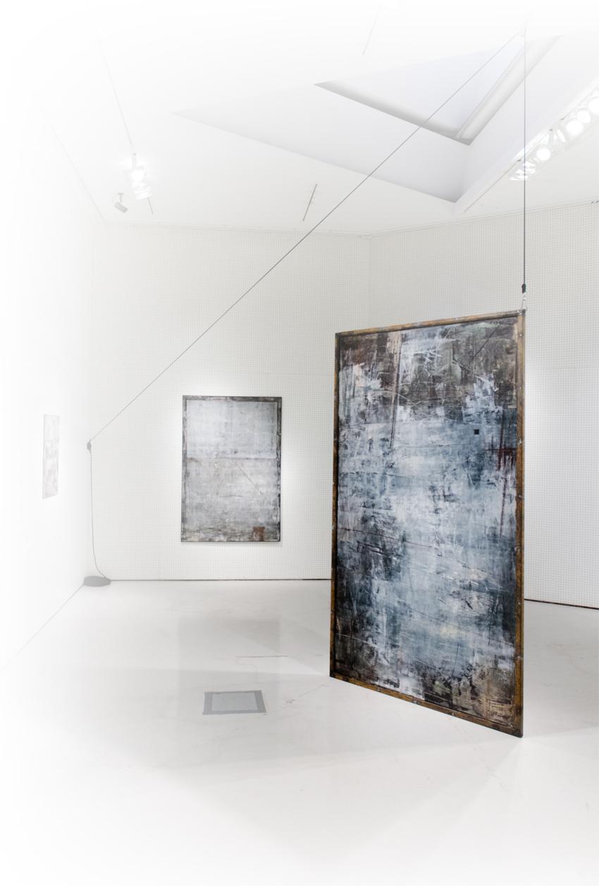 Teoskuva: Tatu Vuorio, Carnival of rust, 145x245x5 cm, öljy läpivärjätylle MDF levylle, 2015