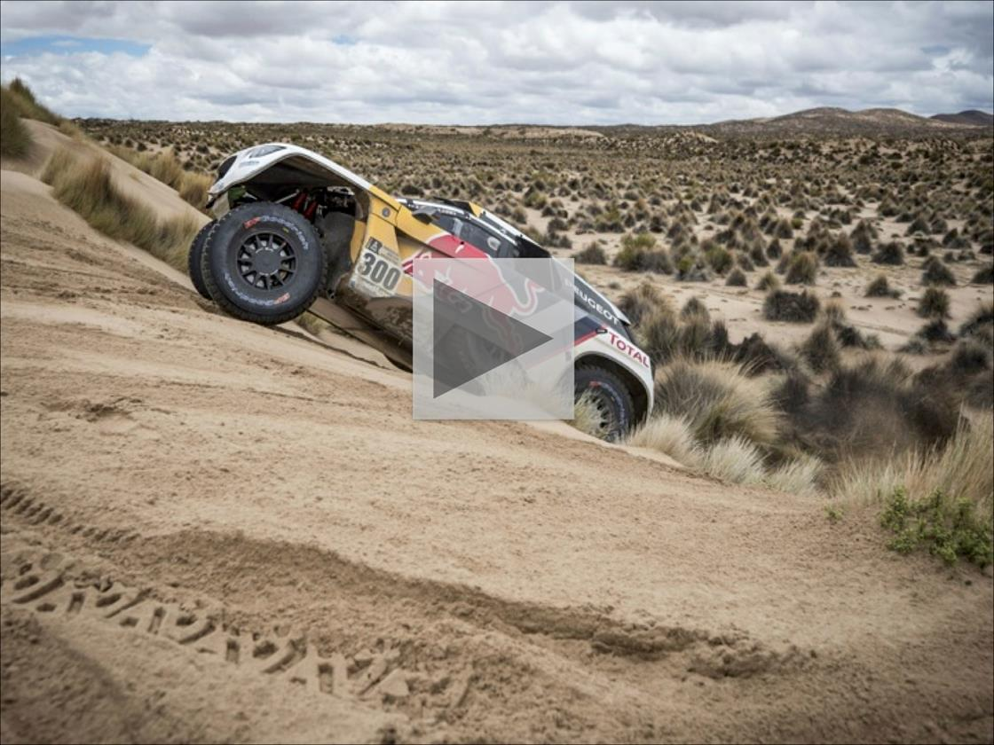 Stéphane Peterhansel puts the hammer down on the dunes © Marcelo Maragni/Red Bull Content Pool